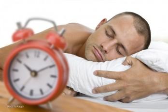چگونه سریع بخوابیم؟ ۱۳ راهکار برای سریع به خواب رفتن