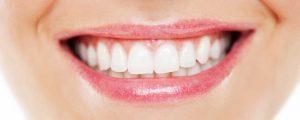 ۶ راه خانگی برای سفید کردن دندانها