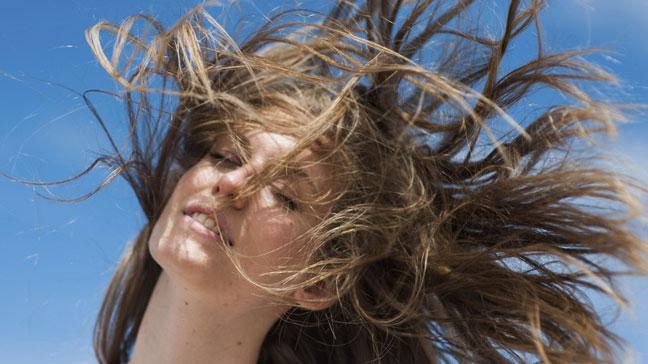 چگونه موهای براقی داشته باشیم