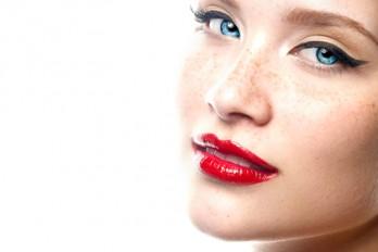 ۴ نکته برای آرایش لب با رژ قرمز