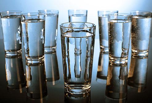 روزانه ۸ لیوان آب بنوشید