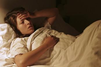 چگونه بعد از بیدار شدن بدموقع، زود بخواب برویم؟