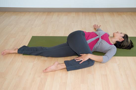 حرکت یوگا Reclining-Twist