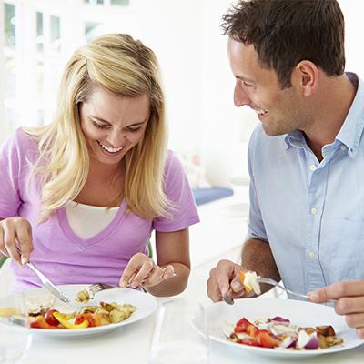 کاهش وزن در افراد دیابتی,از صرف غذا در مقابل تلویزیون اجتناب کنید
