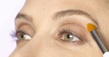 ۴ ترفند آرایشی برای سرحال نشان دادن پلکهای خسته