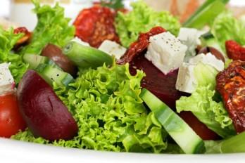 ۸ ترفند برای تهیه سالاد سالم با مواد مغذی بالا