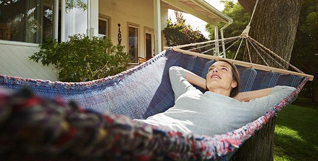 woman relaxing uwe krejci main ۸ روش برای کاهش خطر ابتلا به سرطان