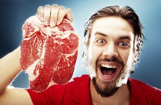 happy man holding raw steak ۱۰ دلیل علمی برای مصرف پروتئین