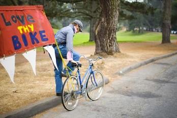دوچرخه سواری باعث شادی می شود