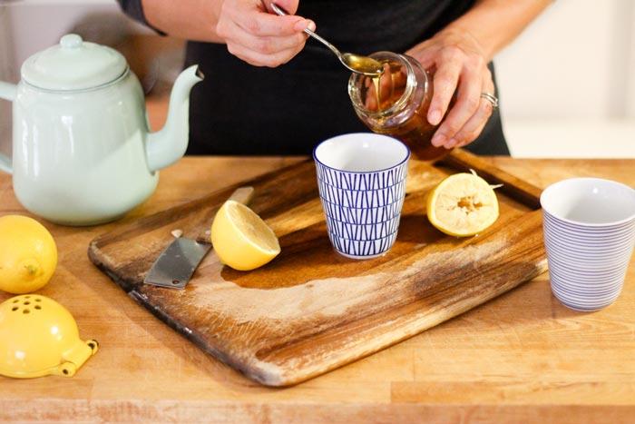 فواید آب عسل