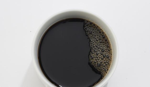 coffee white 628x363 بهترین نوشیدنی های طبیعی برای ورزشکاران سلامت