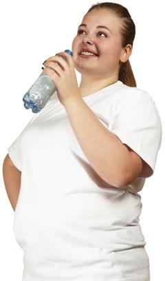 overweight woman with bottle of water تاثیر نوشیدن آب برای لاغری و کاهش وزن سلامت