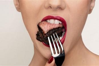 ۱۵ ماده غذایی که شما را گرسنهتر میکند