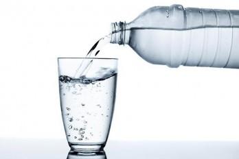 آیا نوشابه رژیمی چاق کننده است؟ آب بنوشید و لاغر شوید