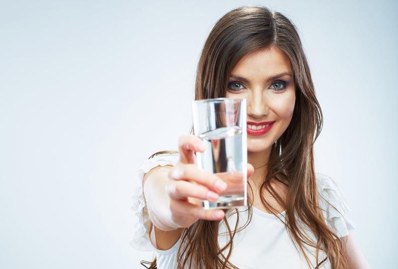 رژیم آب درمانی برای سلامتی و کاهش وزن