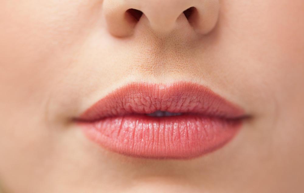 علائم بیماری روی لب ها - 5 نشانه سلامت لبها