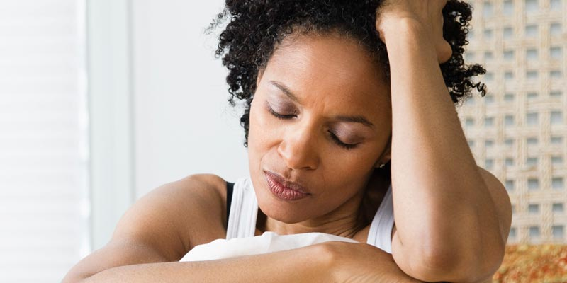 o SAD BLACK WOMAN ON BED facebook ۵ روش برای فراموش کردن حوادث ناگوار گذشته