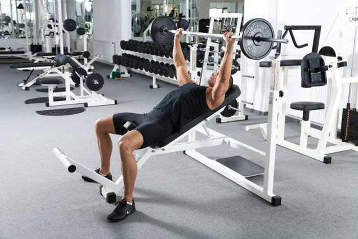 تمرینات قدرتی برای کاهش وزن,پرس بالا سینه با دمبل