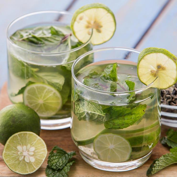 برای درمان آفتاب سوختگی چه بخوریم,iced-green-tea-چای سبز