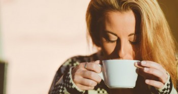 مضرات مصرف زیاد کافئین