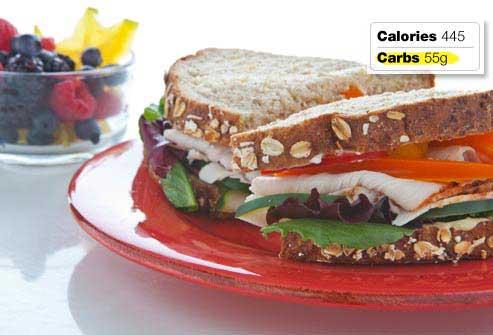 غذاهای مفید و مضر برای صبحانه افراد دیابتی,ساندویچ سبزیجات و بوقلمون