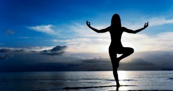 آموزش یوگا: ۳ حرکت یوگا برای تنظیم هورمون و تقویت