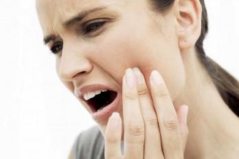 ۴ درمان خانگی برای دندان درد