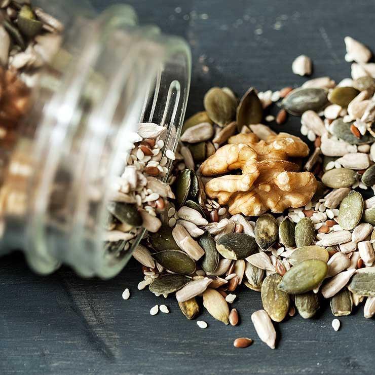 رژیم غذایی درمان میگرن,تاثیر آجیل در درمان سردرد