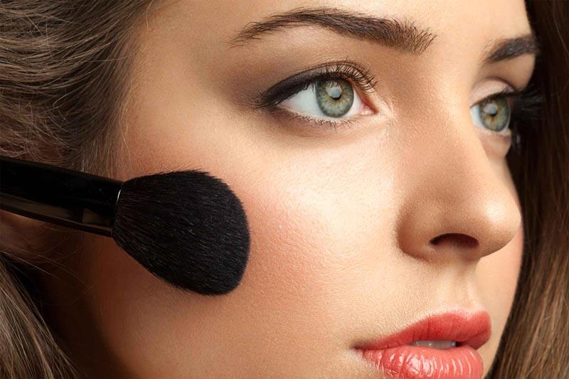 اشتباهات رایج آرایشی,07-makeup-look-older-blush-color