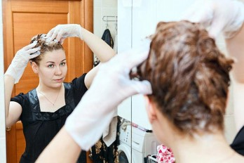 رنگ موهای سفید و خاکستری با حنا