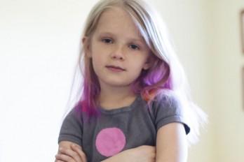 رنگ کردن مو در کودکان کار درستی است؟