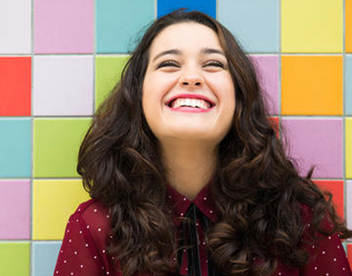 1000-happy-woman-on-colorful-background