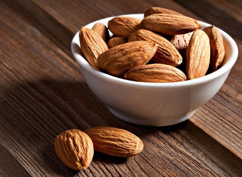 برای صاف شدن شکم چه بخوریم,رژیم غذایی شکم تخت,almonds-weight-loss بادام