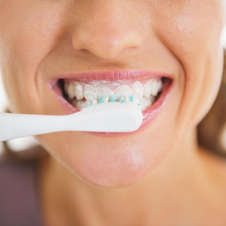 رازهای لاغری,مسواک زدن brushing-teeth-740_0