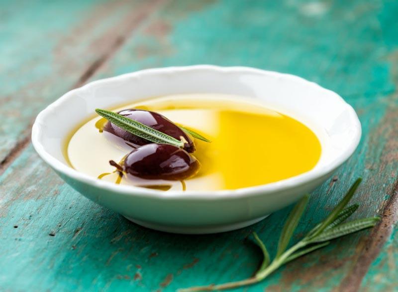 برای صاف شدن شکم چه بخوریم,رژیم غذایی شکم تخت,light-olive-oil روغن زیتون