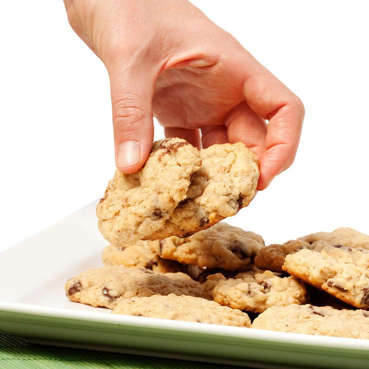 taking cookies 740 نکات کوچک اما مهم درمورد کاهش وزن سلامت