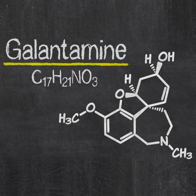 روش های درمان بیماری آلزایمر,Blackboard with the chemical formula of Galantamine