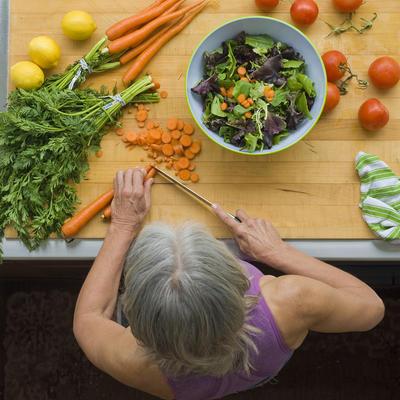 روش های درمان بیماری آلزایمر,overhead view, woman making salad