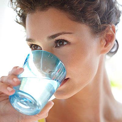 آنفلوانزا و سرماخوردگی,drink-liquids-400x400