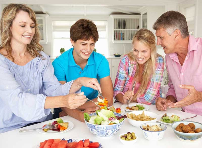 ورزش برای آب کردن چربی پشت کمر,healthy-family-meal