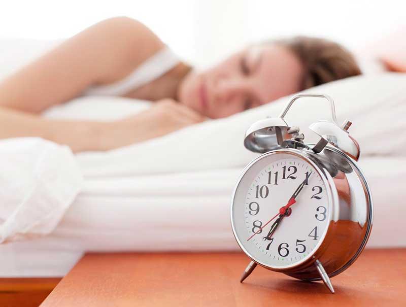 ورزش برای آب کردن چربی پشت کمر,woman-in-bed-8-ways-lose-weight-while-you-sleep