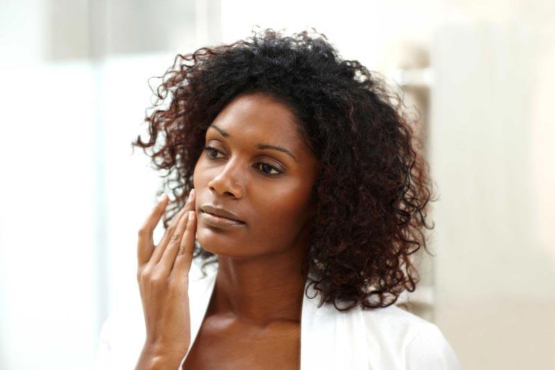 خواص روغن آرگان,02-amazing-uses-of-argan-oil-for-health-and-beauty_wrinkles_175390829_globalstock