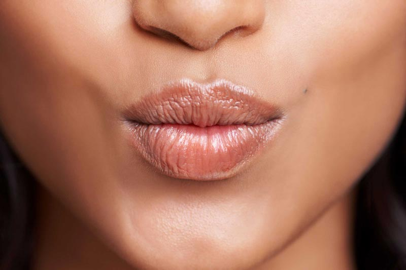 خواص روغن آرگان,08-amazing-uses-of-argan-oil-for-health-and-beauty_lips_524861023_peopleimages