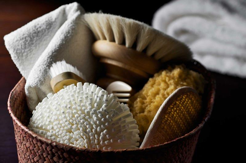 خواص روغن آرگان,10-amazing-uses-of-argan-oil-for-health-and-beauty_exfoliate_184318662_nightanddayimages