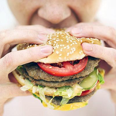 عادات مضر برای قلب,خوردن بیش از حد مواد غذایی