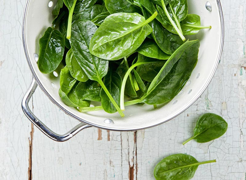 raw-spinach سبزیجاتی با برگ سبز