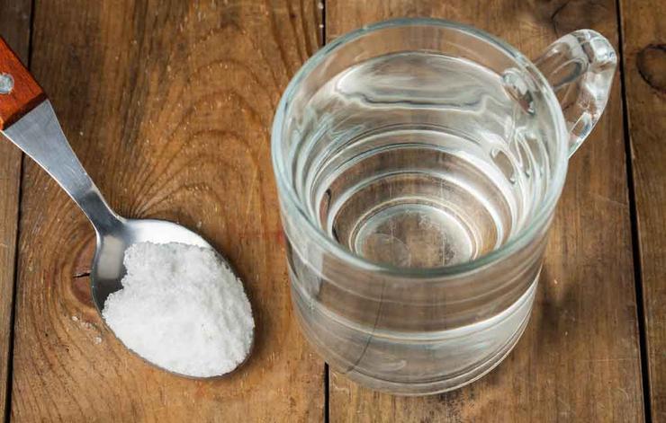 درمان های خانگی گلودرد شدید,با آب و نمک غرغره کنید