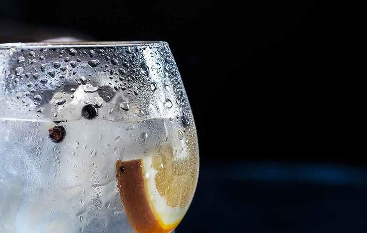 درمان های خانگی گلودرد شدید,unsplash-cold-drinks-jiejftgdu3w-jez-timms