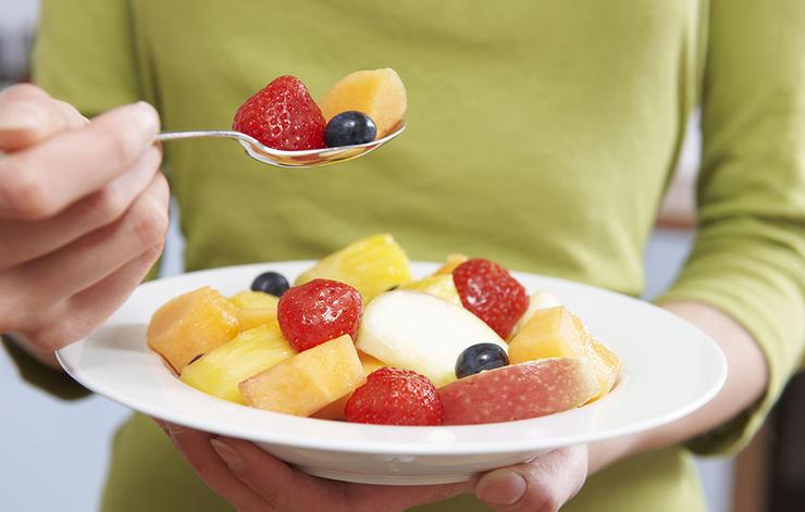 چگونه بدن و ذهنی قوی داشته باشیم,fruit-salad-سلامت مغز