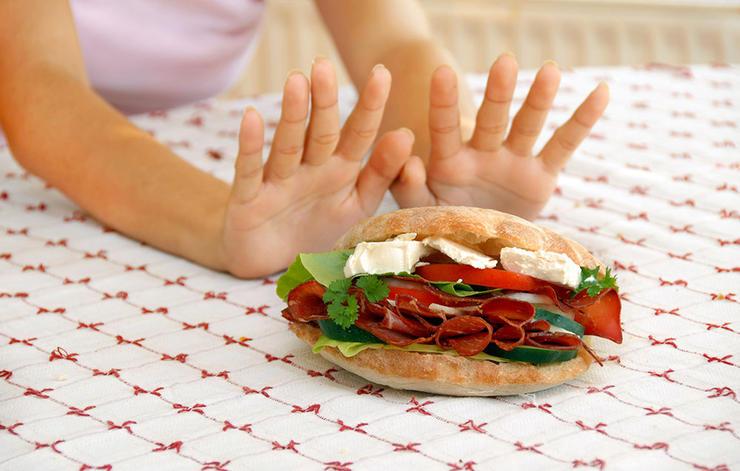 چگونه بدن و ذهنی قوی داشته باشیم,rejecting-red-meat-cheese-sandwich-سلامت مغز